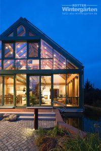Wintergarten Holz Alu Glashaus Beleuchtung zweigeschossig