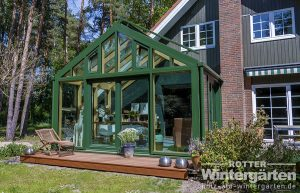 Wintergarten Holz Alu bundesweit Satteldach Terrasse